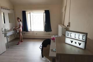 Eerste meisjes richten kamer in op internaat college paters
